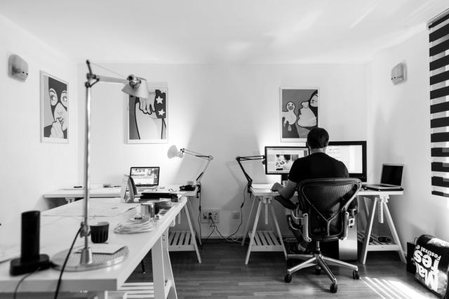 روکیدا | چگونه خانه خود را به محل کاری سالم تبدیل کنیم؟ 6 نکته جالب برای تغییر دفتر کار خانگی |